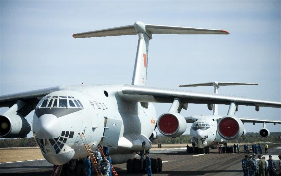 Chinese planes arrive in Perth to step up search efforts | Shanghai