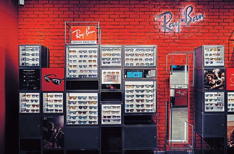 626347d1b95ea LUXOTTICA Group recently opened a new Ray-Ban Store on Shanghai s Huaihai  Road M.